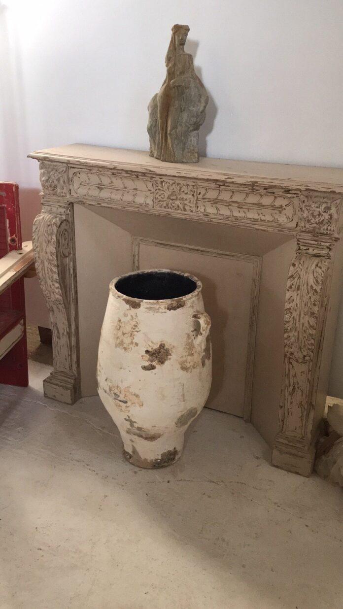 greek oil pot