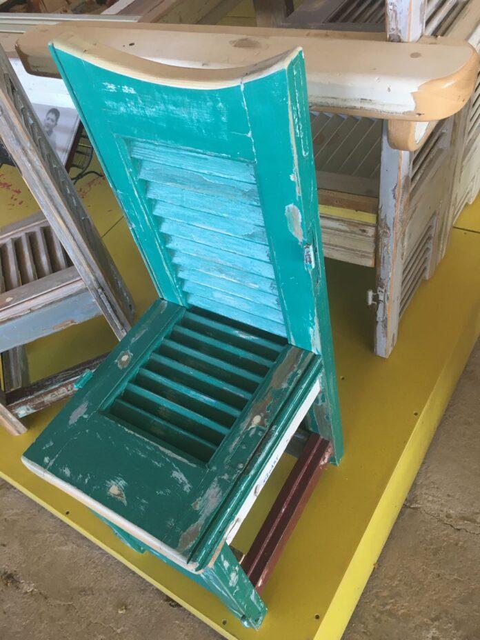 smal littlel chairs