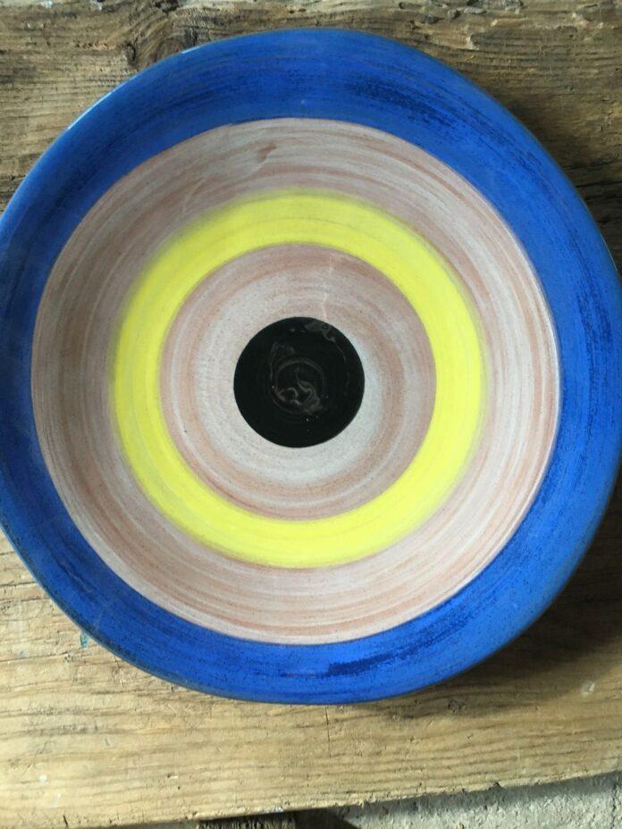 Plate, serving disc, greek ceramic pots